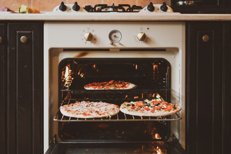 φουρνος που ψήνει πίτσες