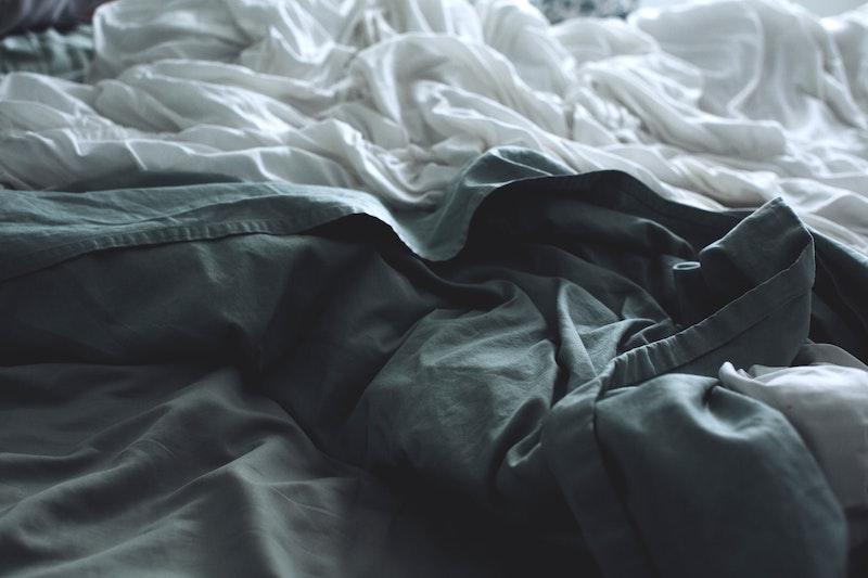 σεντόνια πάνω σε κρεβάτι