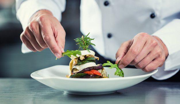 Λευκό σακάκι σεφ σε άντρα