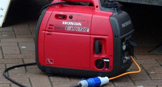 Κόκκινη φορητή γεννήτρια Honda